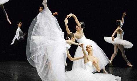 Приглашаем к станку Института театрального искусства, где легендарная балерина Нино Ананиашвили покажет и расскажет характерные отличия балетной школы разных стран.